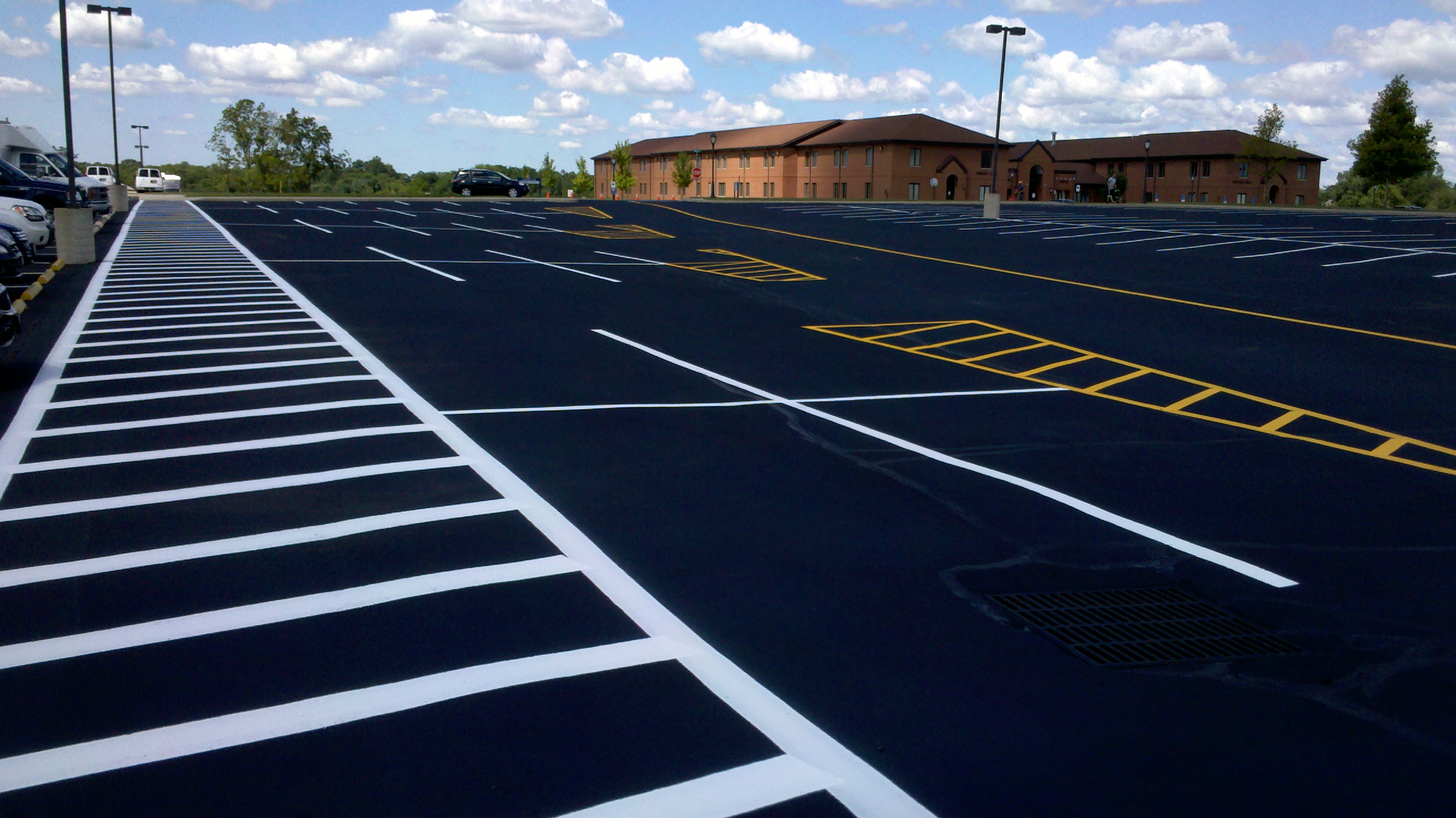 asphalt sealcoating services